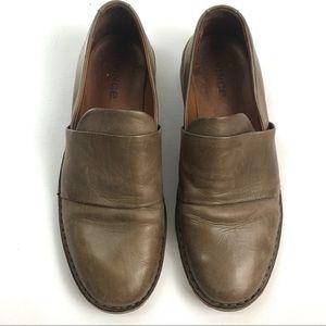 Vince Shoes - Vince Vero Cuoio tan closed toe leather flats Sz 8